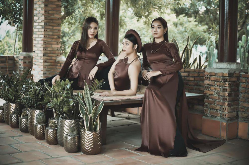 Người đẹp Huyền Trân, Thu Hồng, Trân Phạm hóa gái quê nền nã trong trang phục của Việt Hùng