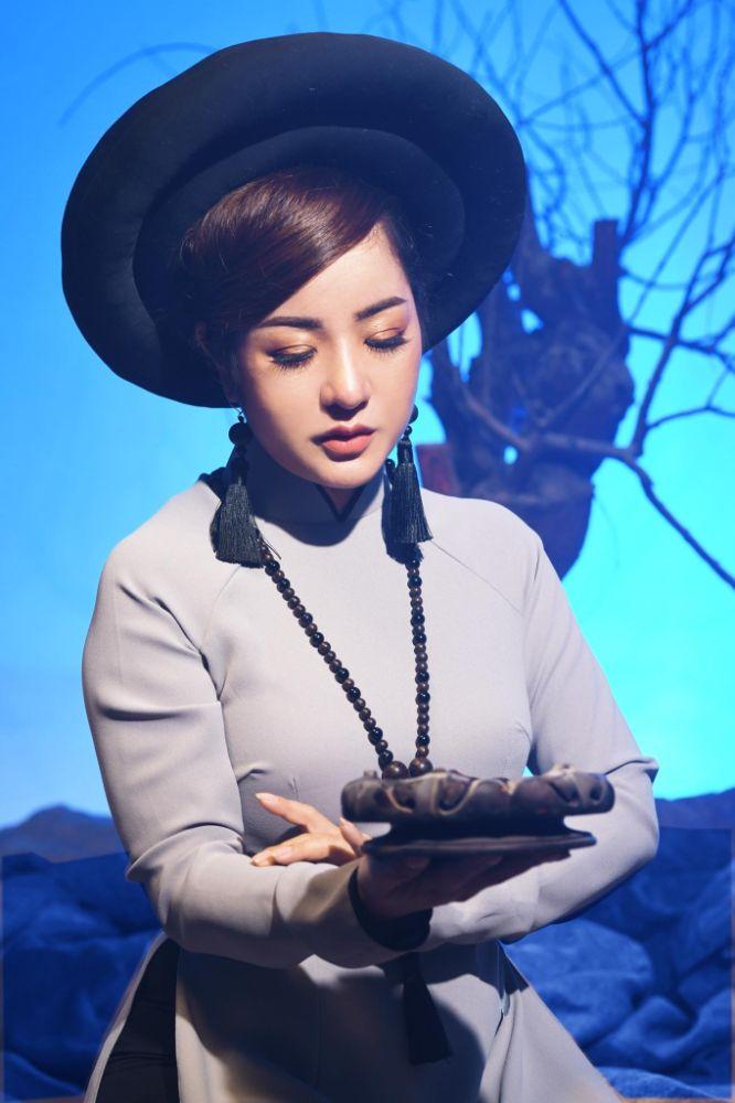 12 1 Nghệ sỹ Thúy Nga diện Áo dài Việt Hùng bình yên mùa Vu lan