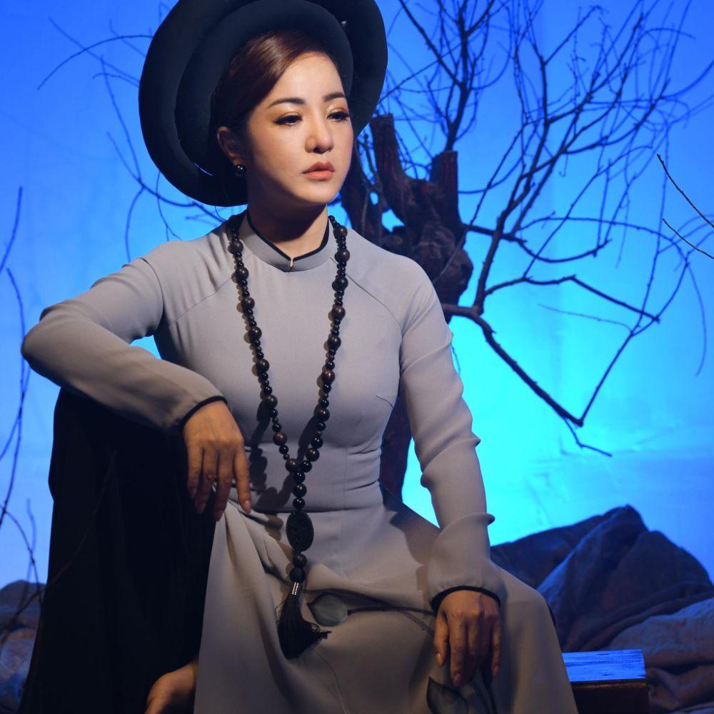14 1 Nghệ sỹ Thúy Nga diện Áo dài Việt Hùng bình yên mùa Vu lan