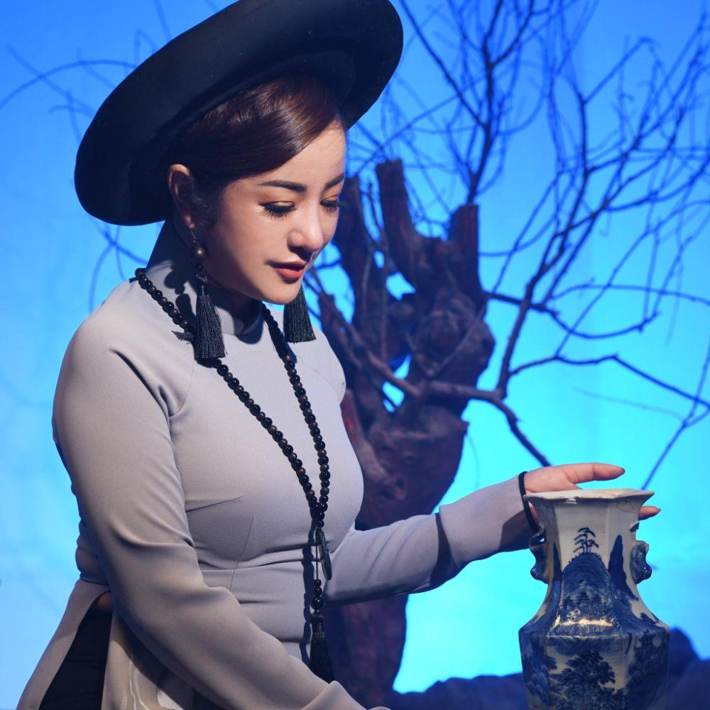 15 1 Nghệ sỹ Thúy Nga diện Áo dài Việt Hùng bình yên mùa Vu lan