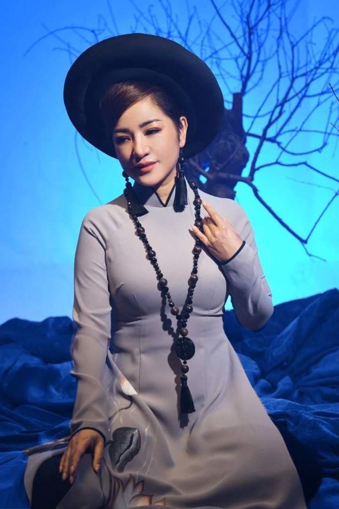 19 1 Nghệ sỹ Thúy Nga diện Áo dài Việt Hùng bình yên mùa Vu lan