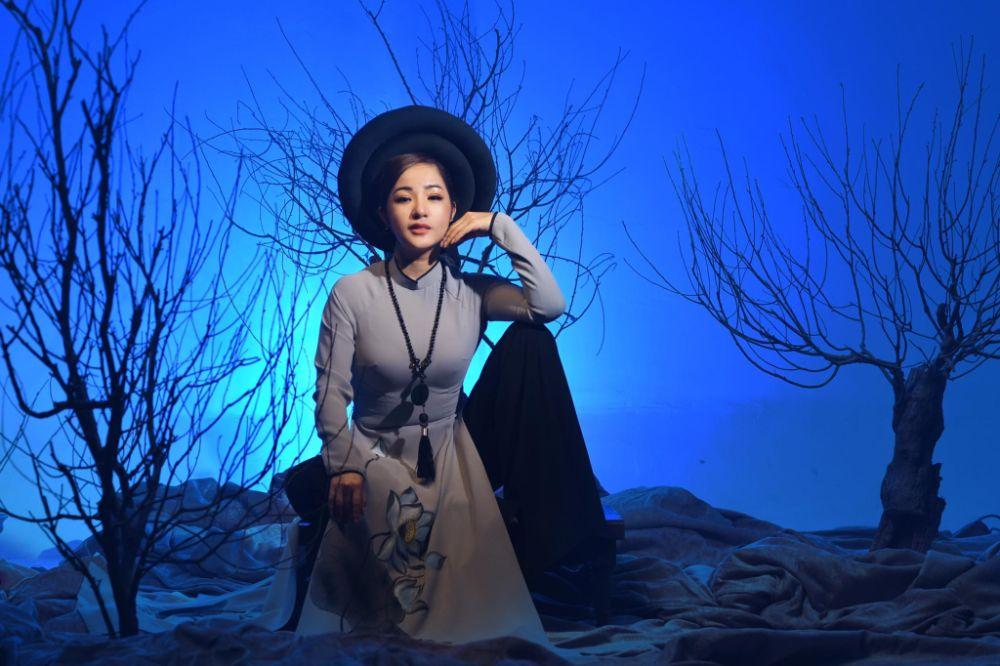 2 5 Nghệ sỹ Thúy Nga diện Áo dài Việt Hùng bình yên mùa Vu lan