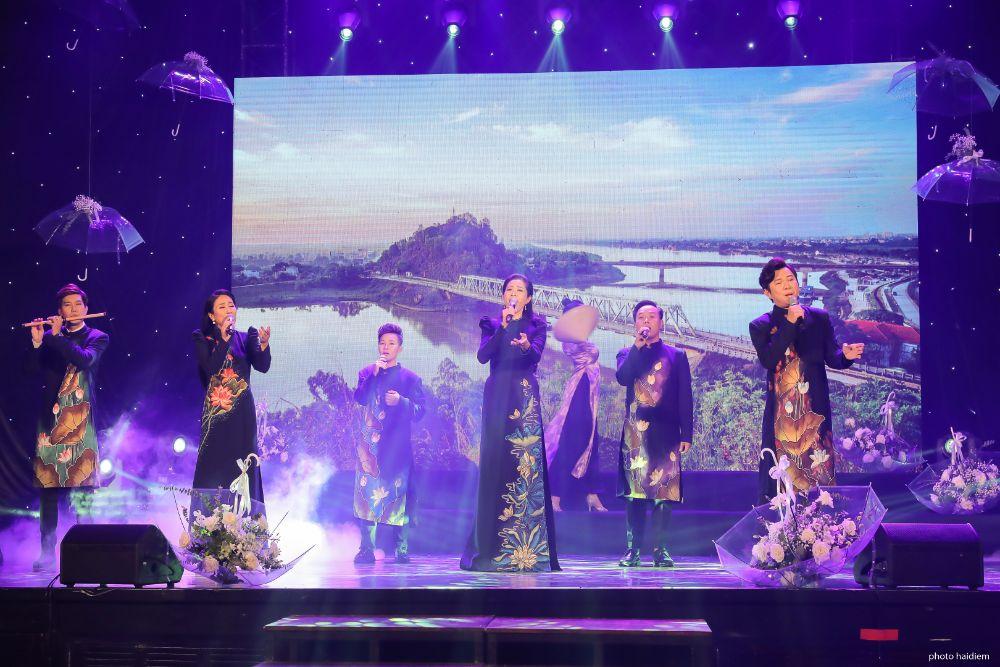 NTK Việt Hùng cùng hàng trăm Nghệ sỹ Việt mang yêu thương về với miền Trung