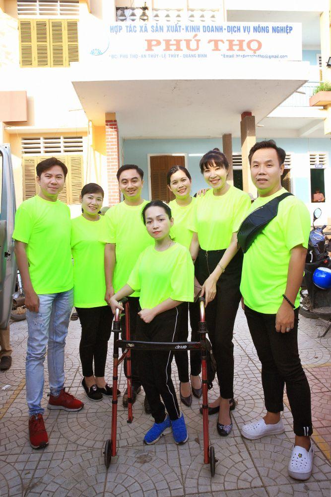 MC Quỳnh Hoa lan tỏa tình yêu áo dài đến các cô giáo miền Trung